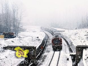 Snowfall in Kashmir Valley, Srinagar-Jammu national highway closed