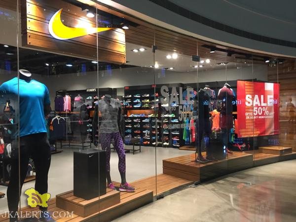 Nike End of Season Sale upto 50% off , Latest Offers Deals Discounts