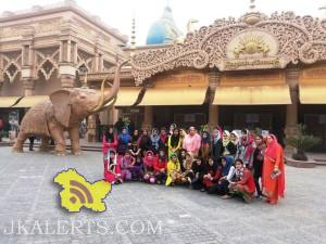 Kashmiri girls on Army sponsored educational tour