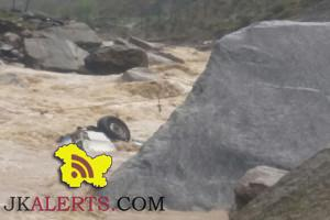 Sumo plunges into river near Ramsoo