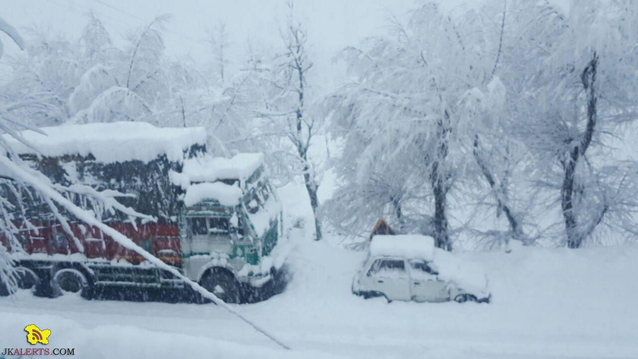 Jammu-Srinagar highway closed ,Fresh snow accumulation details