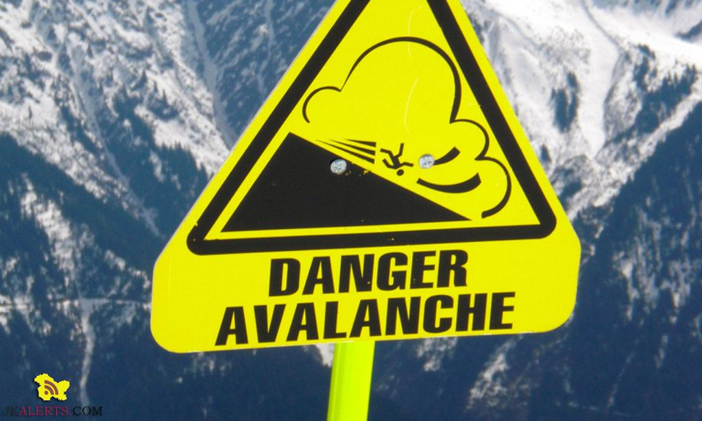Administration Kashmir issue avalanche warning valid for next 24-hours