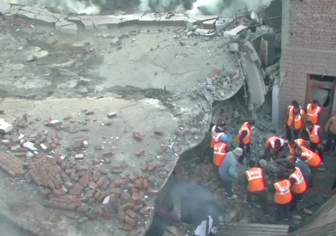 3 firefighters, killed, six injured , three-storey building collapsed ,Gole Pulli Jammu.