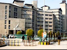 J&K Govt, 11 major hospitals ,COVID-19 , treat, suspected patients.